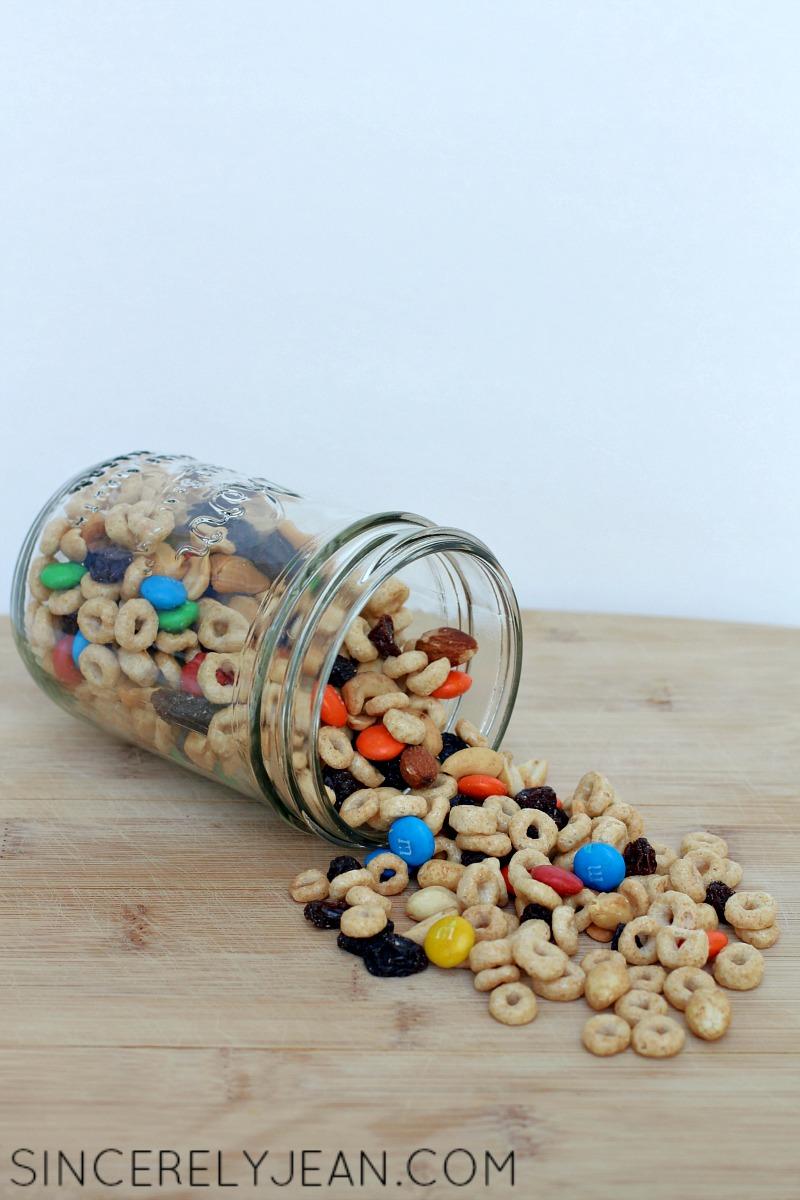 Cheerios Trail Mix - Yummy and easy summer snack! | www.sincerelyjean.com