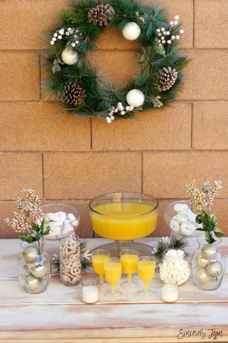 SincerelyJean.com brings you a beautiful White Christmas Brunch Tablescape!