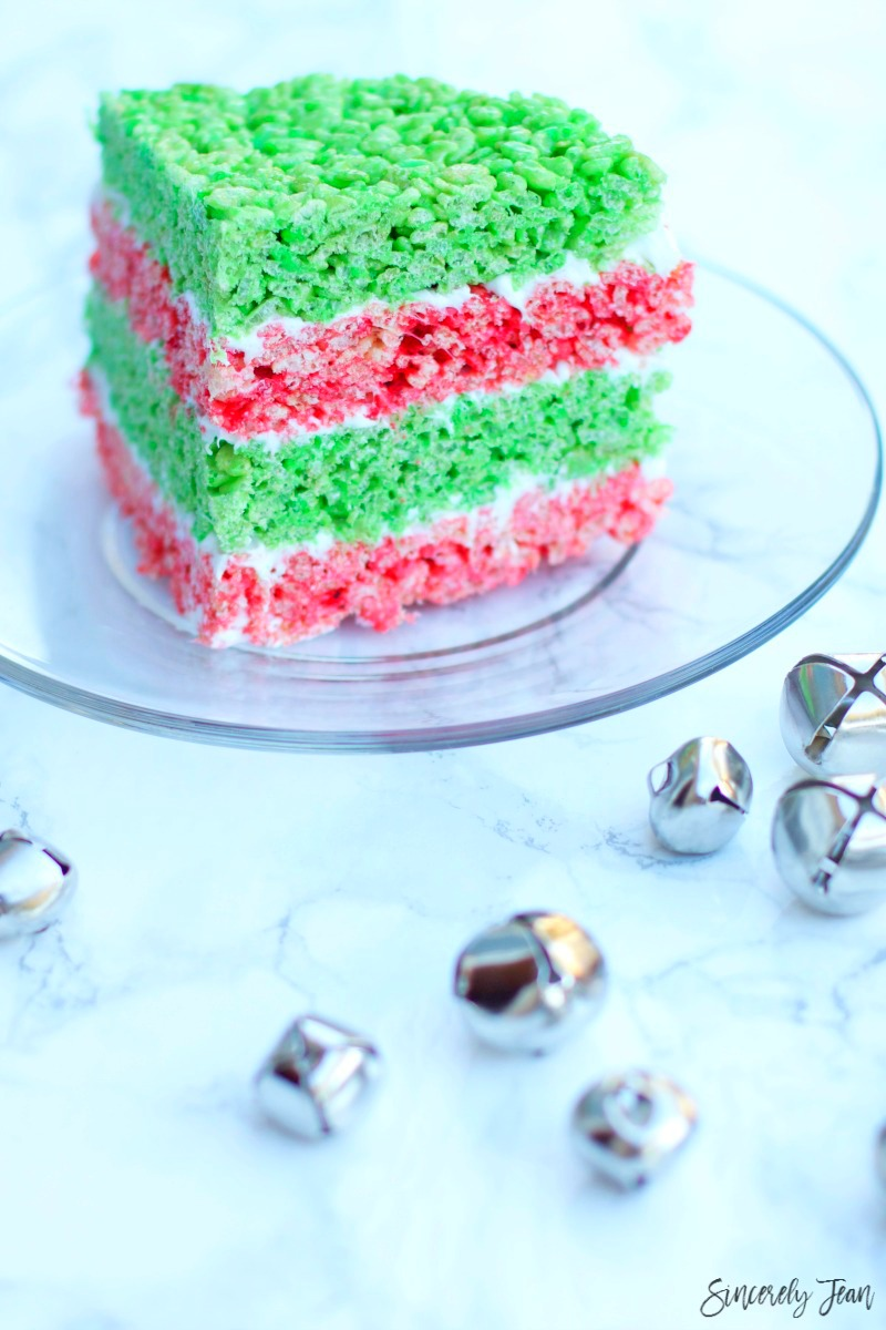SincerelyJean.com brings you a fun twist on tradition Rice Krispies Treats - a Christmas Cake!