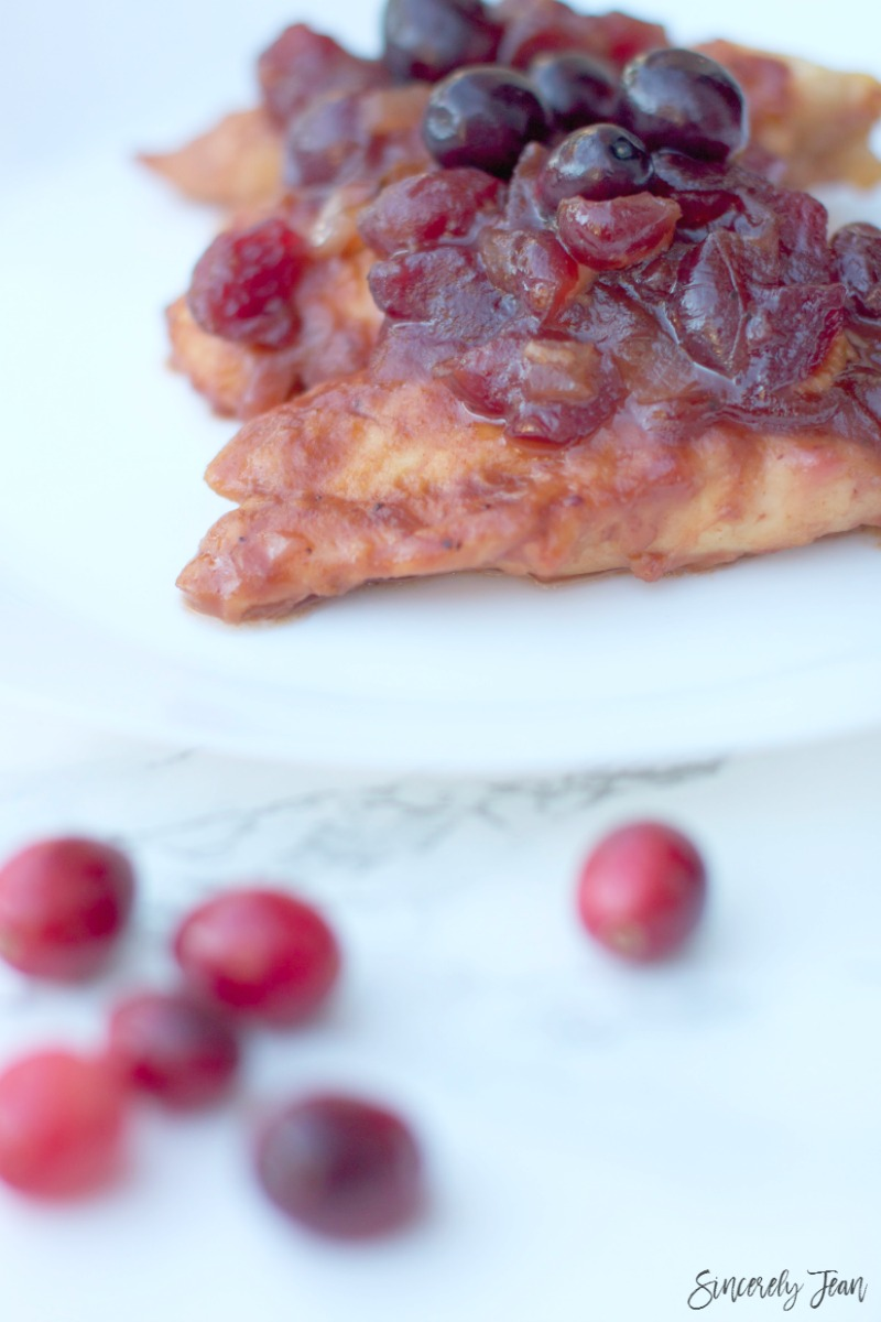 SincerelyJean.com simple recipes for the holiday! Cranberry holiday chicken with only 5 ingredients
